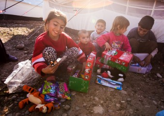 Alda and her siblings were all smiles when they opened their shoeboxes