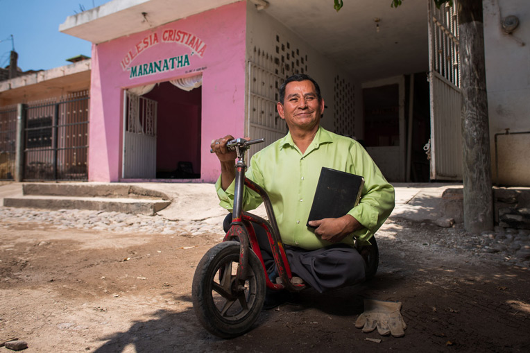 PASTOR JOSÉ BENÍTEZ USES A WORK GLOVE TO PROTECT HIS HAND WHILE PUSHING HIS SCOOTER DOWN THE ROADS OF HIS HOMETOWN IN NORTHWEST MEXICO. HE TAKES THE GOSPEL TO REMOTE MOUNTAIN VILLAGES THROUGH OPERATION CHRISTMAS CHILD.